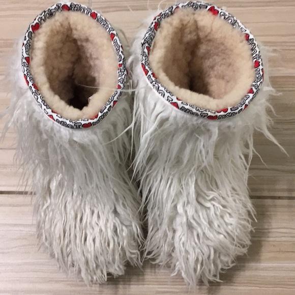 c506158e2c0 Girls Furry Ugg Boots